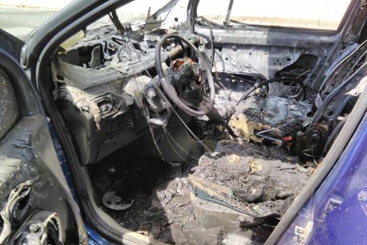 Der 29-jährige Fahrer soll von Passanten gerettet worden sein.