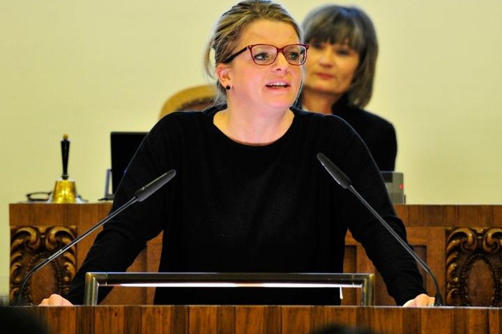 Linke-Fraktions-Chefin Susanne Schaper (38) will das Sozialticket im Stadtrat  durchdrücken.