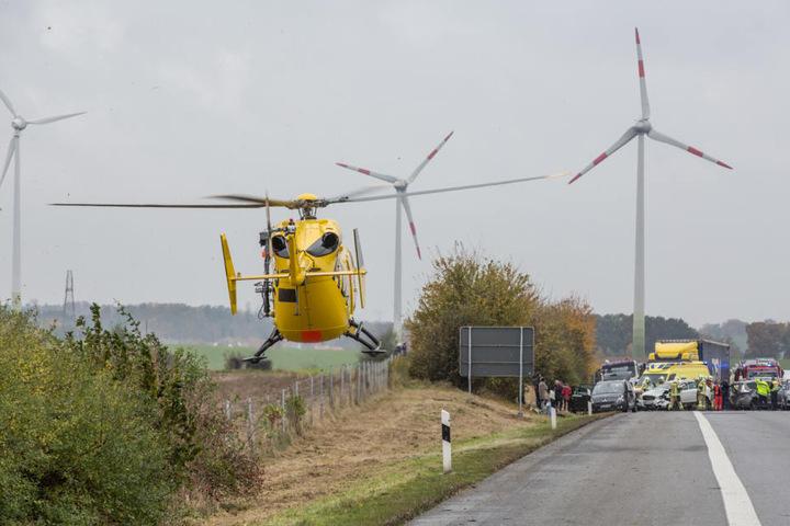 Ein Rettungshubschrauber musste auf der A4 landen.