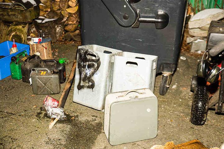 Das Feuer schlug von einem Müllcontainer auf die Garage über.