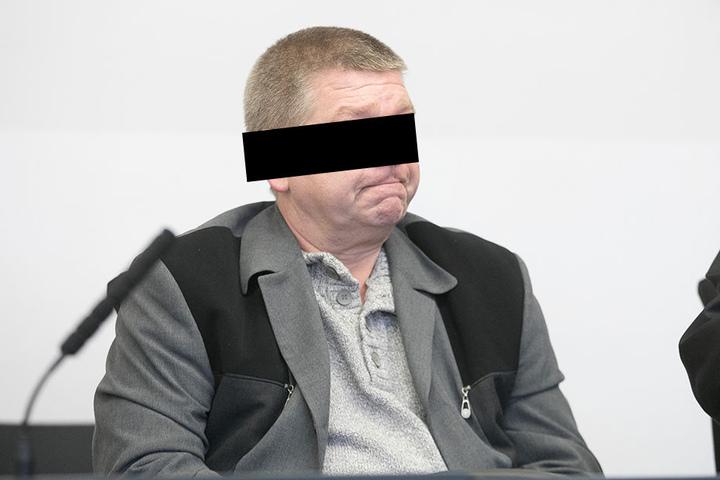 Ex-Schließer Ricardo F. (54) schmuggelte Handy, Zigaretten und Alkohol gegen Bezahlung in den Knast.