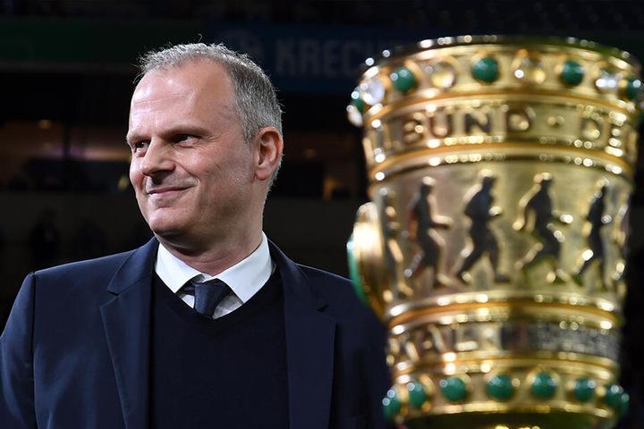 S04-Sportvorstand Jochen Schneider vor dem DFB-Pokal Spiel der Schalker gegen Werder Bremen am 3. April diesen Jahres.