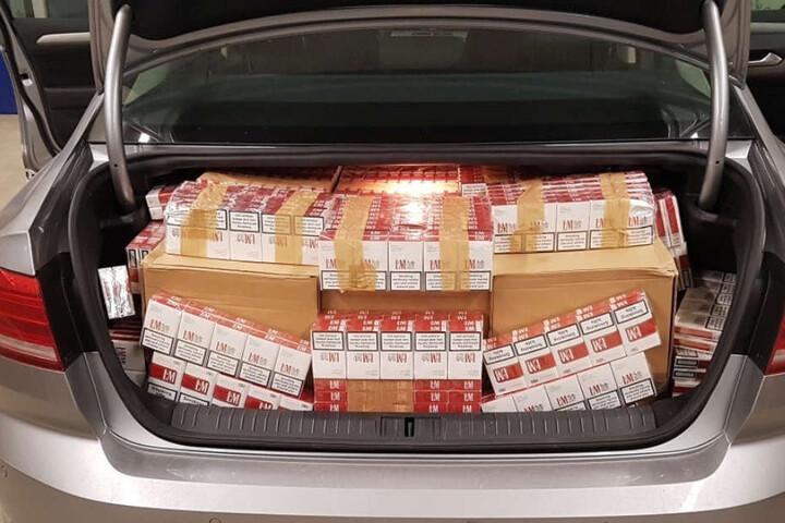 160.000 Schmuggelzigaretten befanden sich im ganzen Auto verteilt.