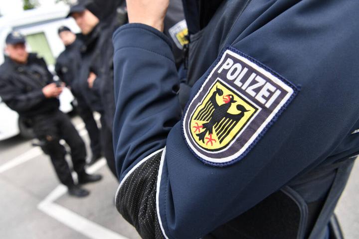 Die Bundespolizei ermittelt wegen Sachbeschädigung. (Symbolbild)