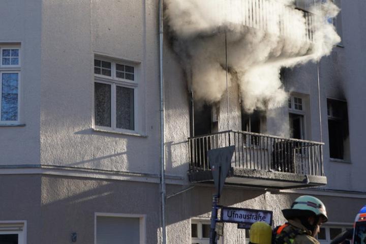 In einem Wohnhaus in der Ufnaustraße kam es am Montag zu einem Großbrand.