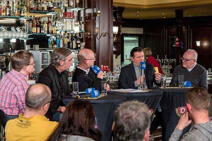Sven Geisler, Ral Minge, Jens Umbreit, Christian Titz und Roland Zorn blickten in einer gesellige Runde auf das Fußballjahr zurück.