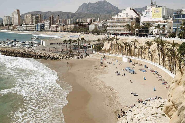 Ob die Spieler den Strand in Benidorm an der Costa Blanca zu sehen bekommen, hängt wohl auch von der Leistung im Trainingslager ab.