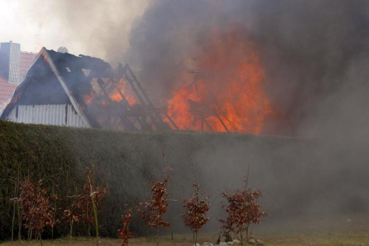Der Brand war nach Dacharbeiten ausgebrochen.