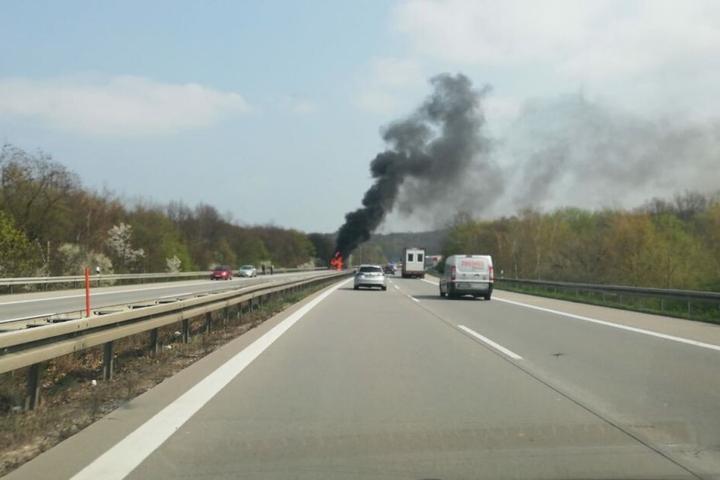 Der Brand war bereits aus großer Entfernung sichtbar.