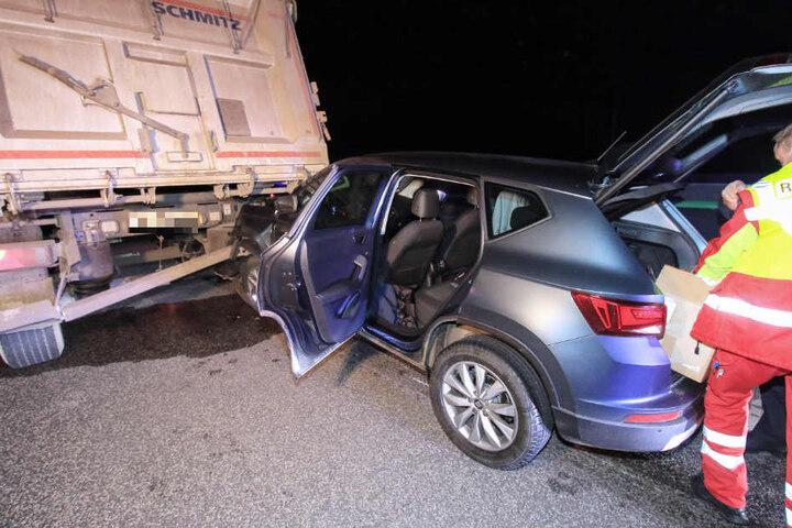 Der 31-jährige Fahrer kam mit leichten Verletzungen in ein Krankenhaus.