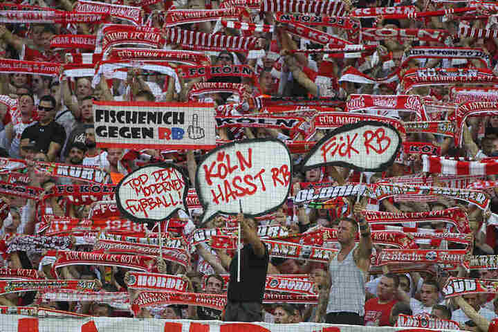 Auch in Köln hielten sich die Anhänger nicht mit bösen Worten gegen RB zurück.