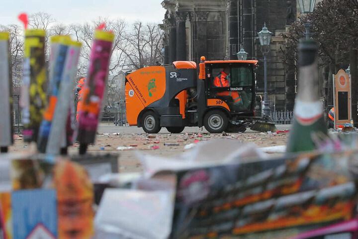 Am Neujahrsmorgen glich die Brühlsche Terrasse einem Schlachtfeld.