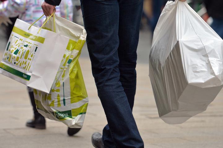 Sonntags shoppen - in Leipzig klagt die Gewerkschaft ver.di jetzt dagegen.