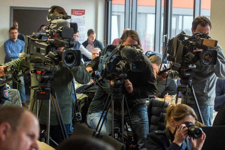 Viele Journalisten verfolgten am Dienstag die Pressekonferenz in Jena.