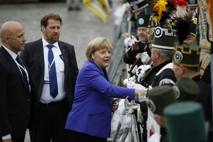 Angela Merkel auf dem Dresdner Theaterplatz.