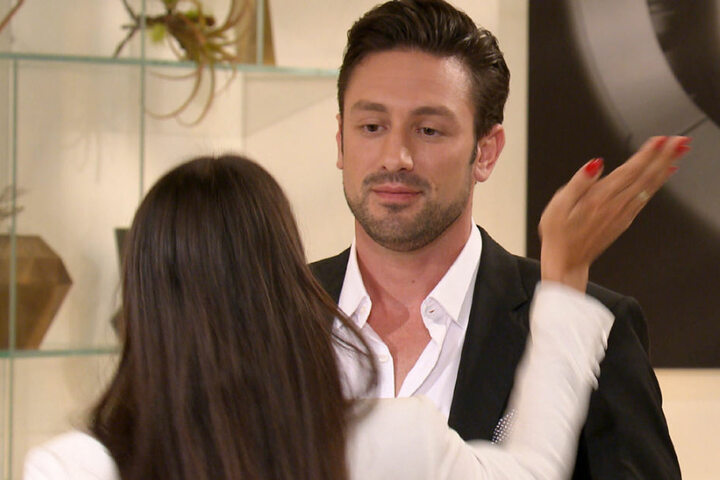 Yeliz verteilt die erste Ohrfeige in der Geschichte des Bachelors.