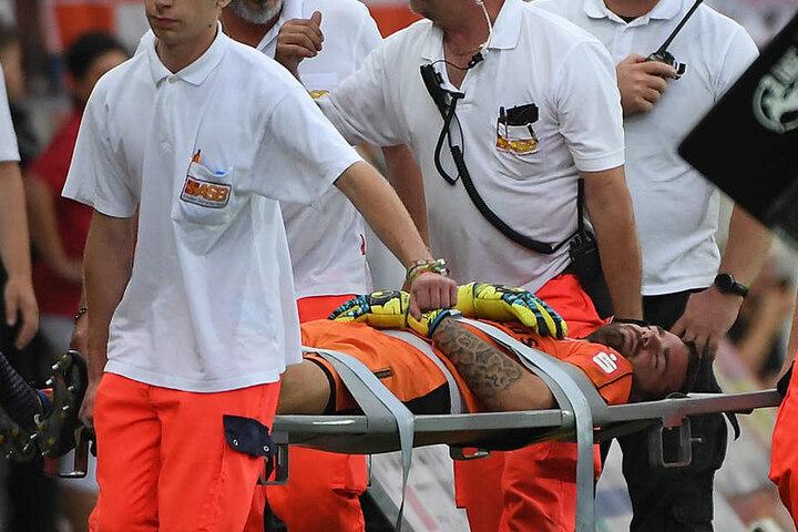 Oliver Schnitzler musste mit Verdacht auf ein Schädel-Hirn-Trauma weggetragen worden. Mittlerweile sei er aber wieder fit.