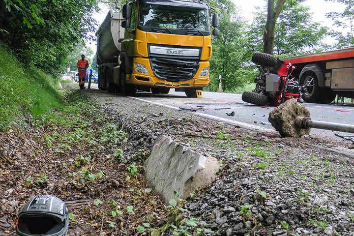 Die B101 zwischen Schwarzenberg und Grünstädtel musste wegen des Unfalls für drei voll gesperrt werden.
