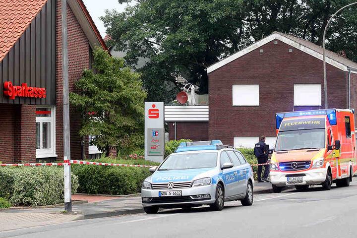 Die Polizei fahndet derzeit nach den zwei Männern.