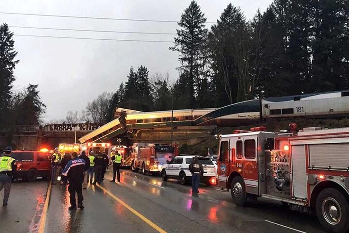 Zahlreiche Rettungskräfte sind vor Ort.