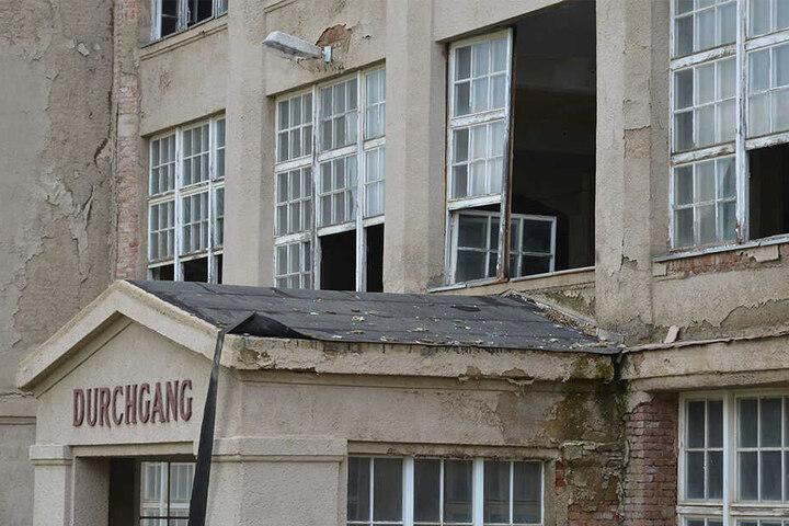 Das Gebäude ist stark sanierungsbedürftig.