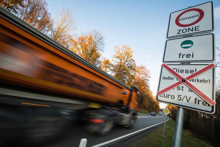 Ausnahmegenehmigungen soll es u.a. für Lieferverkehr, Rettungskräfte und Schichtarbeiter geben.