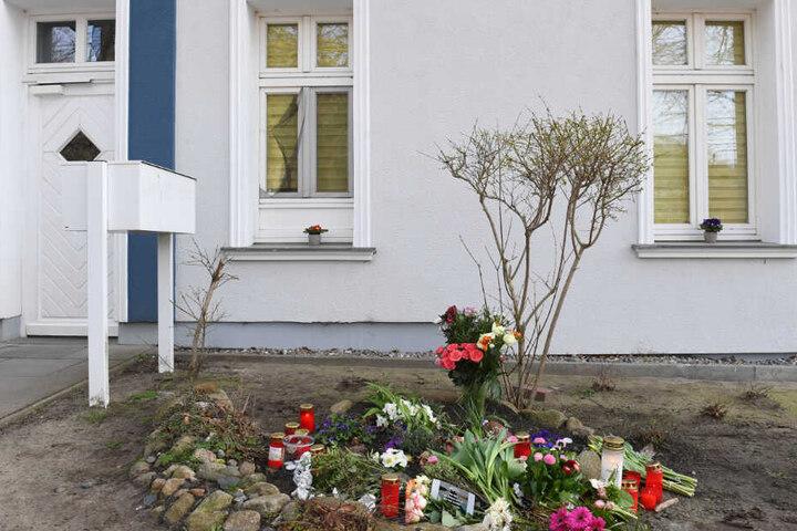 Die Tote wies Stichverletzungen auf. Sie stammte aus Stralsund und lebte alleine in der Zinnowitzer Wohnung.