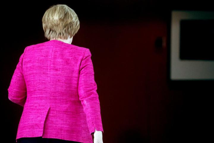 Angela Merkel will nach der Wahlperiode offenbar auch das Bundeskanzleramt abgeben.