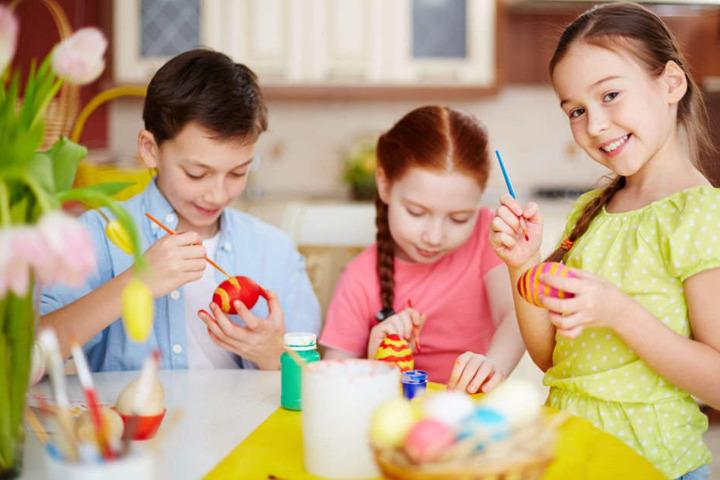 Kinder können im Freilandlabor Britz die Deko für Ostern basteln und fleißig Eier bemalen. (Symbolbild)
