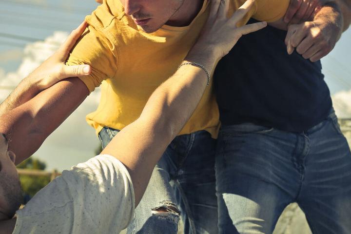 Mehrere Jugendliche waren nahe des Nürnberger Volksfestes in einen handfesten Streit verwickelt. (Symbolbild)