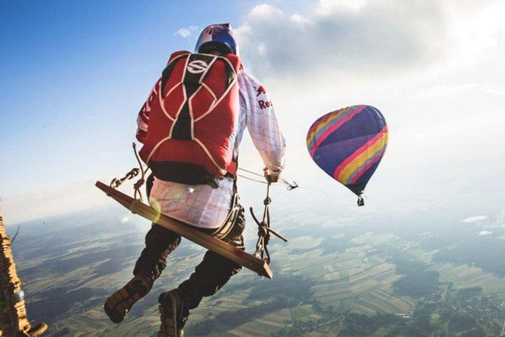 Für Leute mit Höhenangst ist diese Art zu schaukeln wohl eher nicht gedacht.