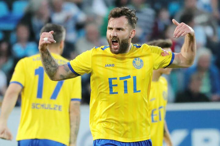 Mittelfeldspieler Sascha Pfeffer dürfte vor allem dem Duell mit Ex-Klub Hallescher FC freudig entgegen blicken.