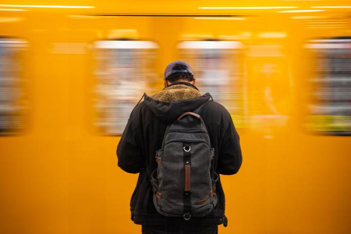 Laut Senatsverwaltung sollen jede Nacht Streetworker von Karuna und der Berliner Stadtmission sowie Sicherheitsbeamte der BVG an den Stationen eingesetzt werden, um den Übernachtenden Hilfe anzubieten (Symbolbild).