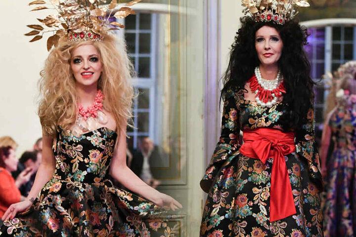 Xenia Prinzessin von Sachsen (l) und die Sängerin Kristina Bach präsentieren als Model eine Kreation von Harald Glööckler.