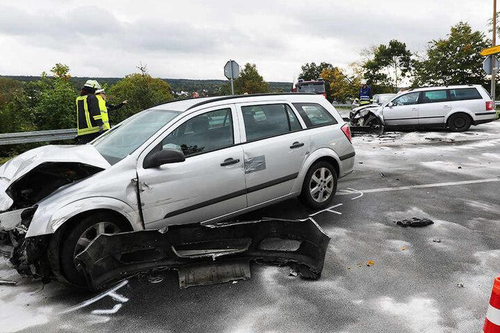 Autoteile rissen bei dem Unfall ab.