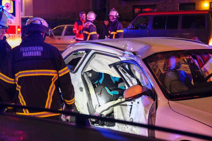 Auf der Rückbank des Autos saßen die zwei Kinder, die bei dem Unfall schwer verletzt wurden.