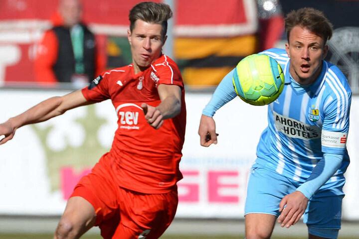 Zwickaus Christoph Goebel (l.) im Zweikampf mit dem Chemnitzer Fabian Stenzel. Spielen sie kommende Saison gemeinsam in Rot-Weiß?