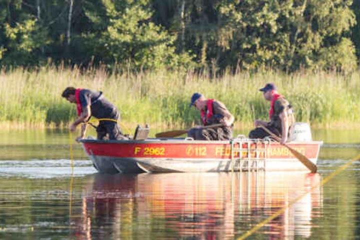 Mit Booten beteiligte sich der DLRG an der Suche. (Symbolfoto)