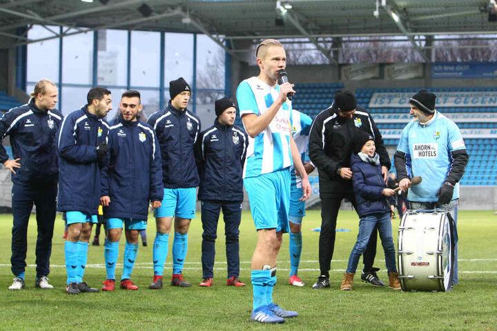Dennis Grote bedankte sich nach der Partie bei den Fans und verabschiedete sich samt Mannschaft in die Winterpause.