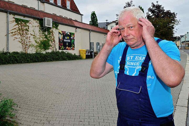 Jürgen Güttler (63) wird nachts durch die Lieferfahrzeuge des Einkaufsmarktes geweckt.