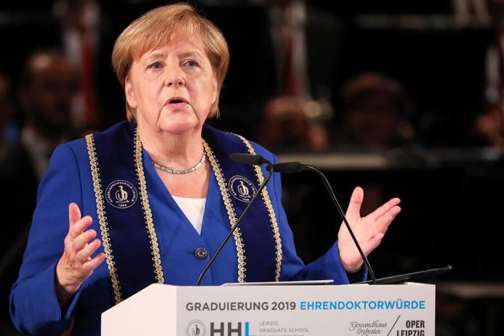 In ihrer Dankesrede rief die Bundeskanzlerin zur Kompromissbereitschaft auf.