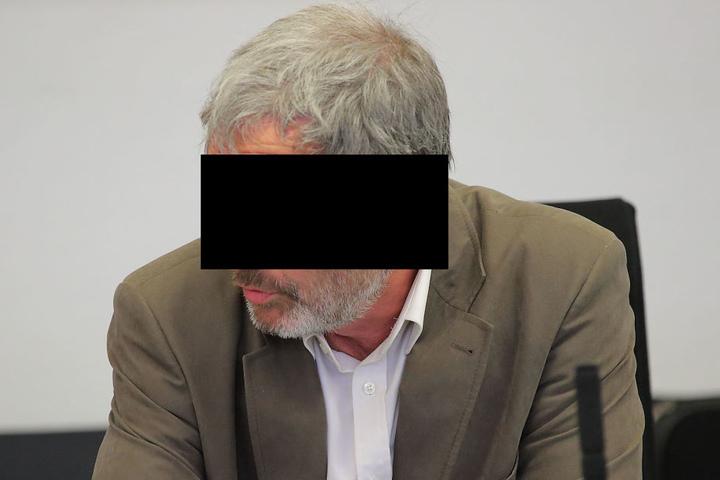 Angeklagt wegen Beihilfe zur Verfolgung Unschuldiger: Leipzigs früherer Mafia-Jäger Georg W. (61).