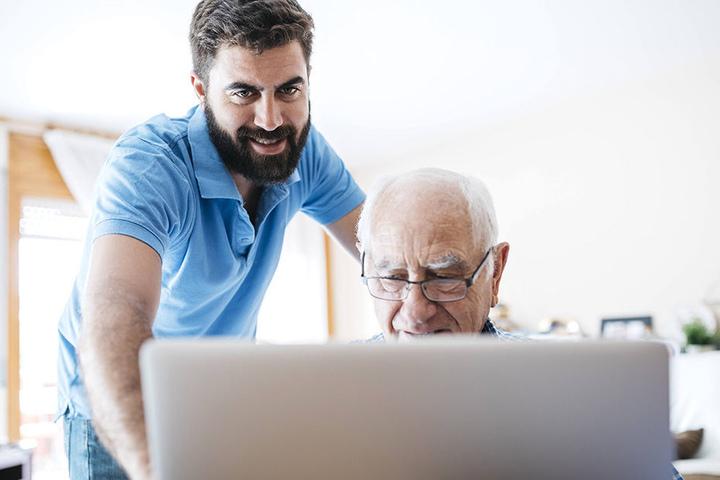 Vermeintliche Mitarbeiter des Medizinischen Dienstes wollen an das Geld von Senioren.