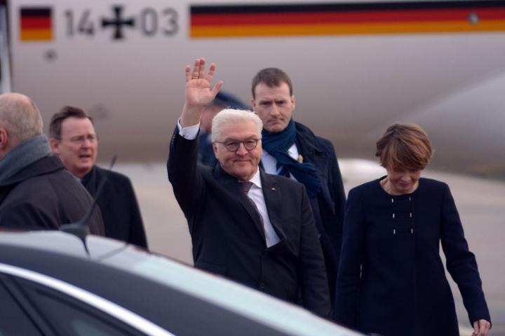 Gemeinsam mit seiner Frau ist der Bundespräsident in Erfurt gelandet.