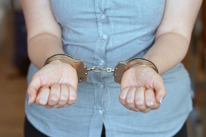 Ihre Festnahme konnte die Frau nicht verhindern. (Symbolbild)