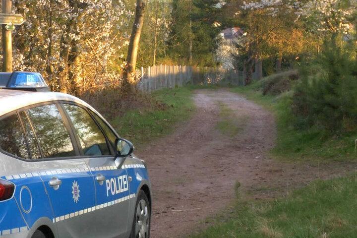 Auch am nächsten Morgen wurden noch Spuren an der Fundstelle gesichert.