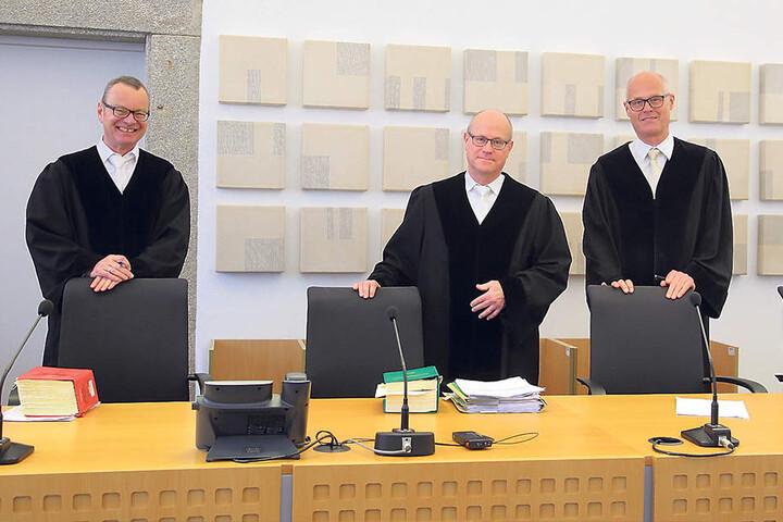 Der Senat, der die Pressearbeit bestätigte: Peter Kober (55), Georg Freiherr  von Welck (57) und Bernd Groschupp (57, v.l.).