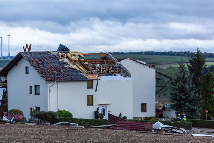 Im Kreis Mainz-Bingen (Rheinland-Pfalz) wurden zahlreiche Dächer abgedeckt.