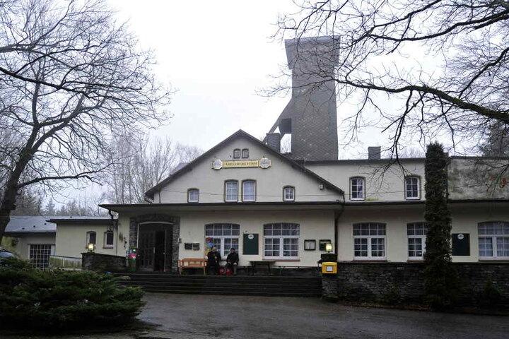 Die Gaststätte Adelsbergturm ist für viele Spaziergänger und Wanderer ein Anlaufpunkt. Gleich gegenüber haben die Ritter ihr Domizil aufgeschlagen.