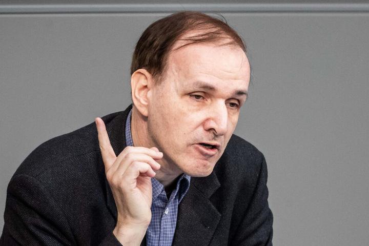 Gottfried Curio (59, AfD) spricht im Bundestag.